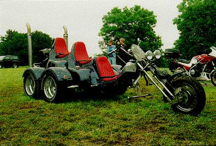 http://www.andreas-schoenfeld.de/trikes/five-wheeler/trike01.jpg